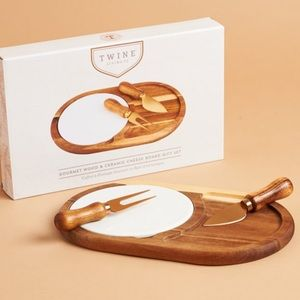 GOURMET WOOD & CERAMIC CHEESE BOARD GIFT SET